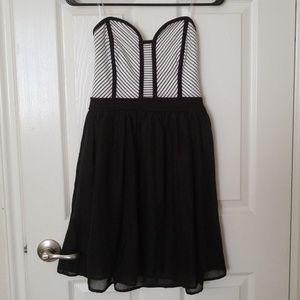 Dresses & Skirts - Strapless Sweetheart Dress